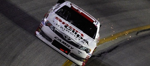 denny-hamlin-races-to-a-second-consecutive-victory