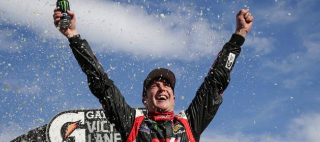 kurt-busch-celebrates-victory-at-martinsville-speedway