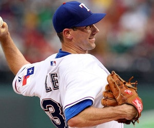 cliff-lee-pitches-for-texas-rangers