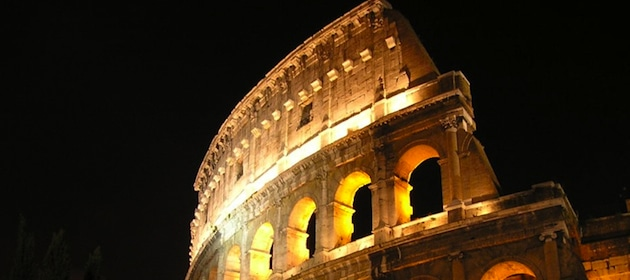 the-coliseum-at-night-rome-italy