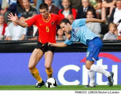world-cup-2010-soccer-funny-grab-crotch